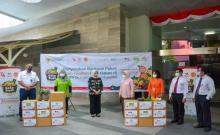 KAI Logistik Serahkan 250 Paket Buah kepada Tenaga Kesehatan